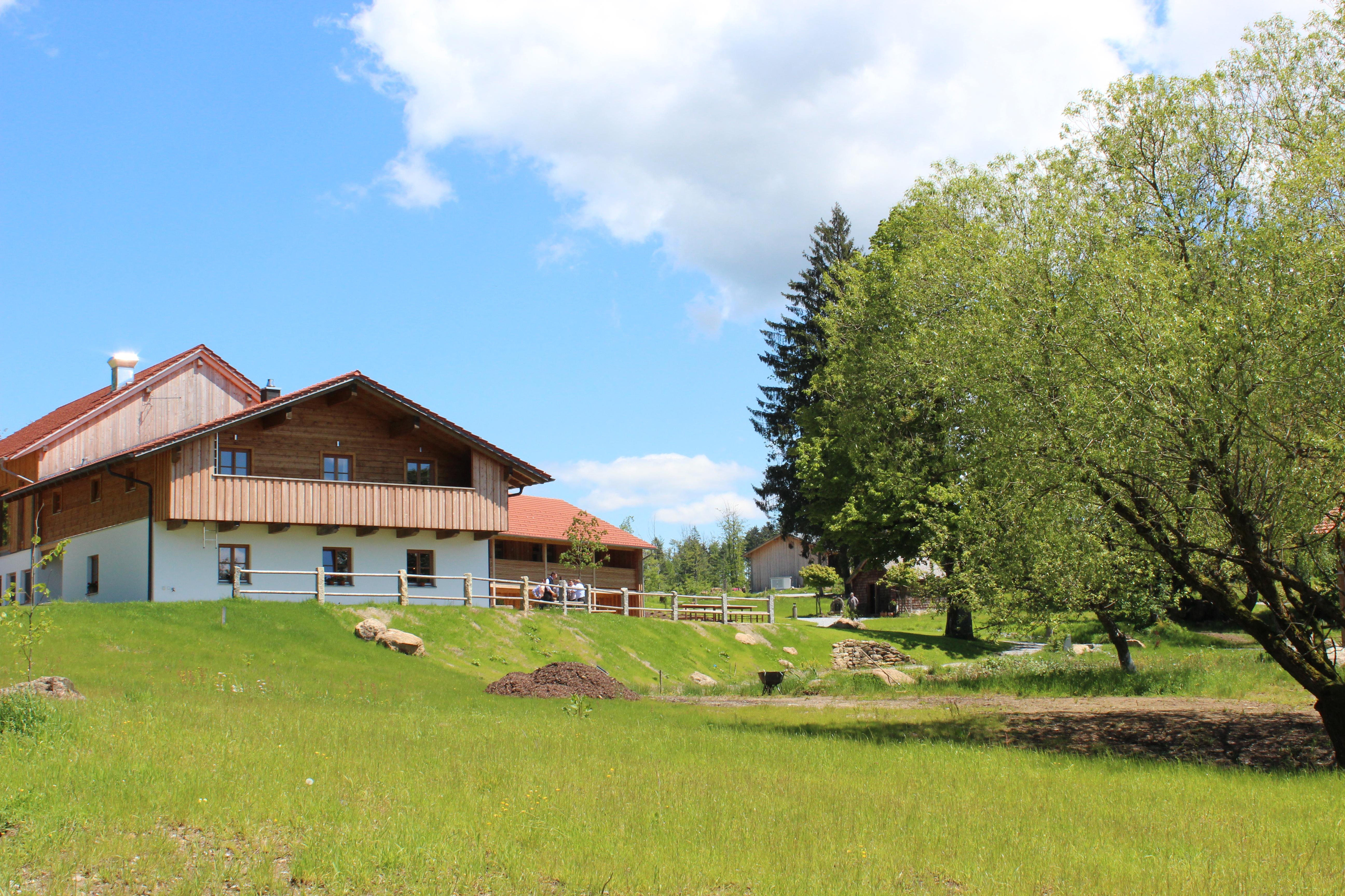 Bauernhaus Bayrische Berge April Pole Camp Deutschland